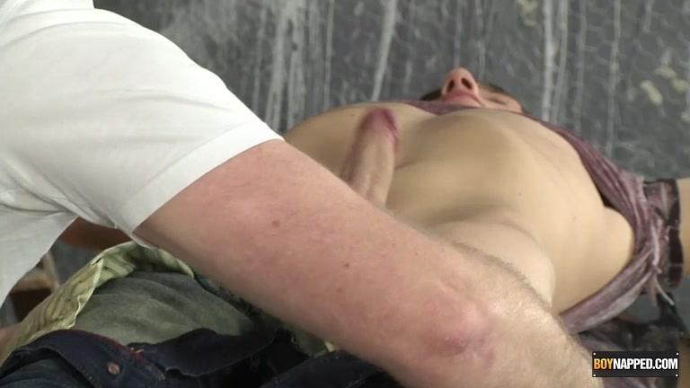 Casper ellis gives fantastic blowjob