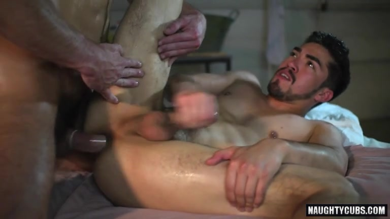 Brunette twinks threesome with facial2